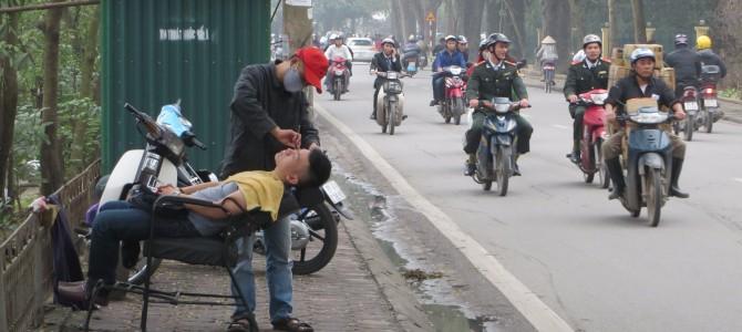 Dien Bien und die Motorroller Stadt Hanoi