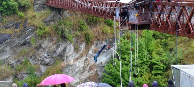 Gletscher und Bungee-Jumping